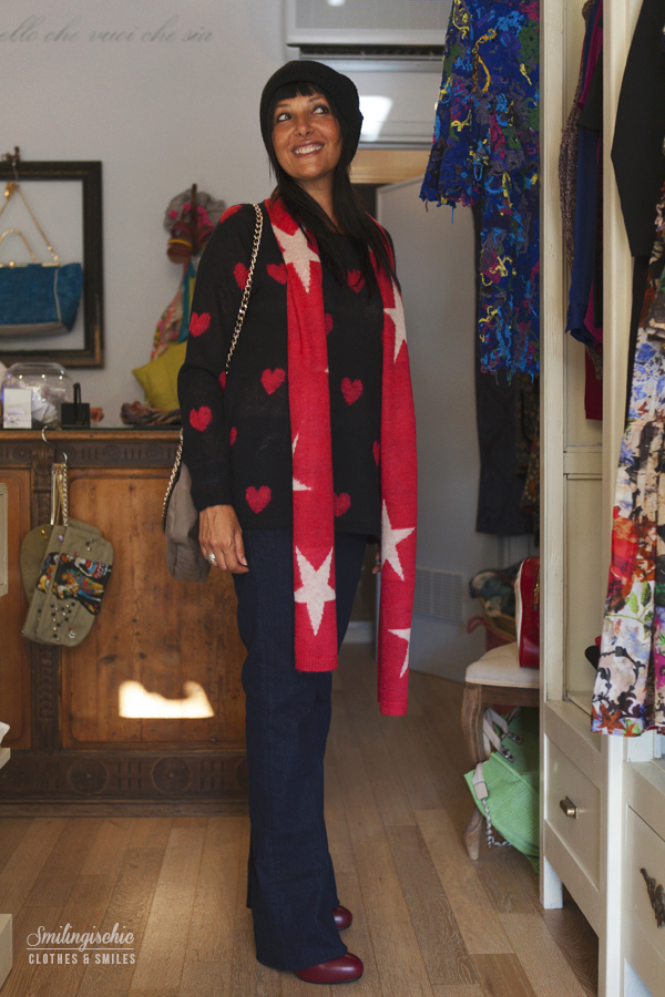 smilingischic, fashion blog, outfit, new collection F/W 2013 2014, Moi Je Joue, L'Aura bag , Jeans a Zampa, maglia a cuori,