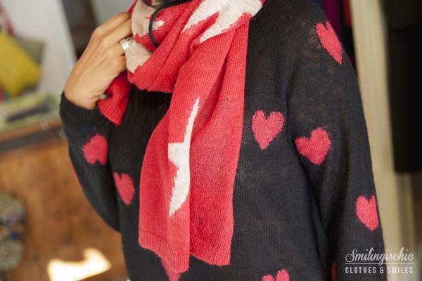 smilingischic, fashion blog, outfit, new collection F/W 2013 2014, Moi Je Joue, L'Aura bag , Jeans a Zampa, maglia a cuori,  dettaglio scarpa
