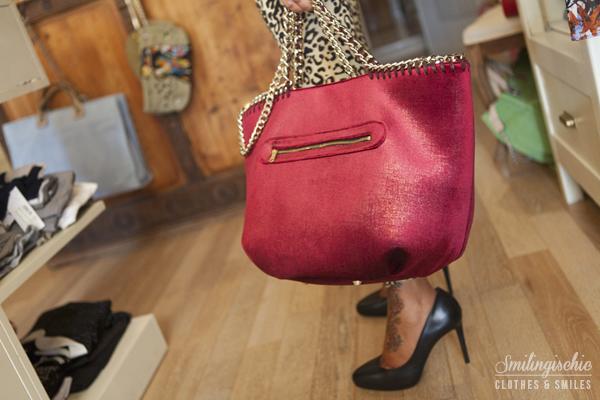 smilingischic, fashion blog, outfit, new collection F/W 2013 2014, Moi Je Joue, L'Aura bag colore fragola, leggins animalier
