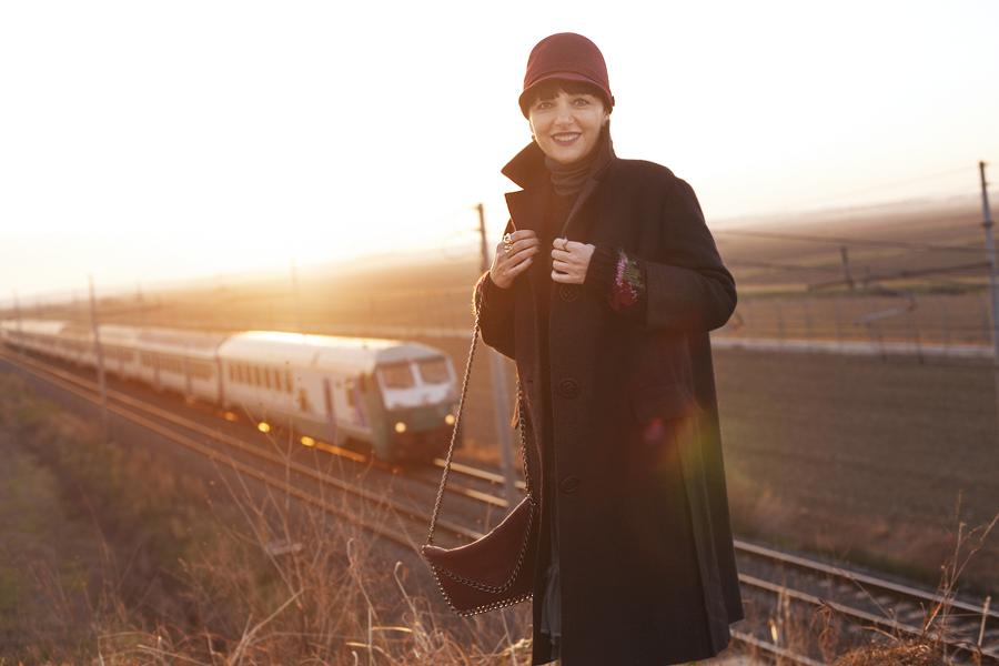 Smilingischic, fashion blog, Sandra Bacci, Memories or pictures, outfit, controluce, attesa, gonna di tulle, ferrovia, Smilingischic - Memories-1003