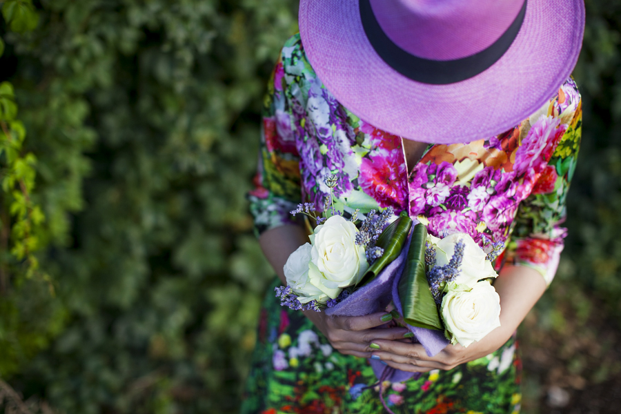 Smilingischic | Nara Camicie-1007 , stile floreale, Sandra Bacci, Cover me in flowers, cappello panama lilla