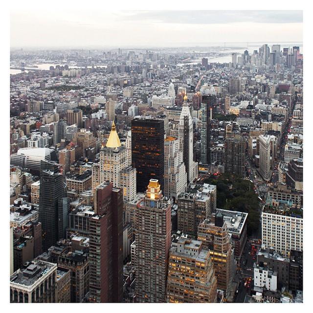 Dall' Empire  State building giusto una veduta dei tetti ???? #nonriescoadimenticare #newyork  #latergram  #travel  #instatravel  #instadaily #empirestatebuilding