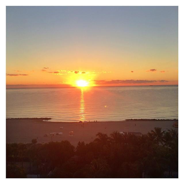 Happy saturday! Amazing sunrise from #miami #honeymoon  #instatravel  #instadaily #happy #sandragiorgiowedding
