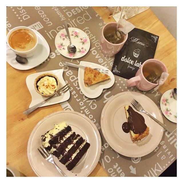 Ieri ho scoperto un posticino a Firenze che non ha nulla da invidiare a #magnolia #bakery a New York! Buonissimi i dolci, ottimo il tè , gestito in maniera impeccabile in un contesto che assomiglia a una zuccherosa casa delle bambole shabby chic. Se capitate in zona fateci un salto anche per un ricco brunch domenicale ??????? @dolcelabcafe  #food #cake #tips #smilinginthekitchen