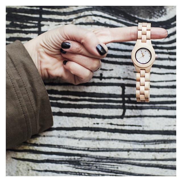 Oggi tengo il tempo con un dito! More pics on www.smilingischic.com #Watch  #wood @gufofashiondesign #style  #design