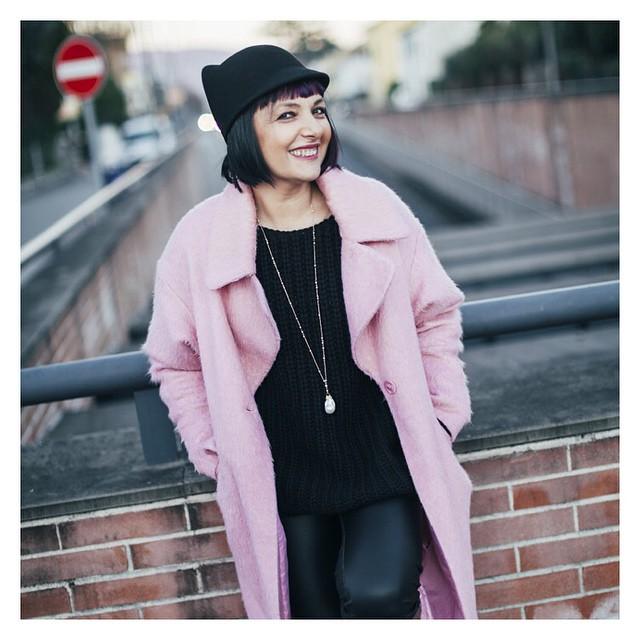 Mi vesto di rosa ma non sono una principessa. Ecco. More pics on www.smilingischic.com #style  #stylish  #pink  #coat #me