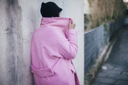 Smilingischic-Sandra Bacci-Le Camp-1005, cappotto rosa, cappello con punte