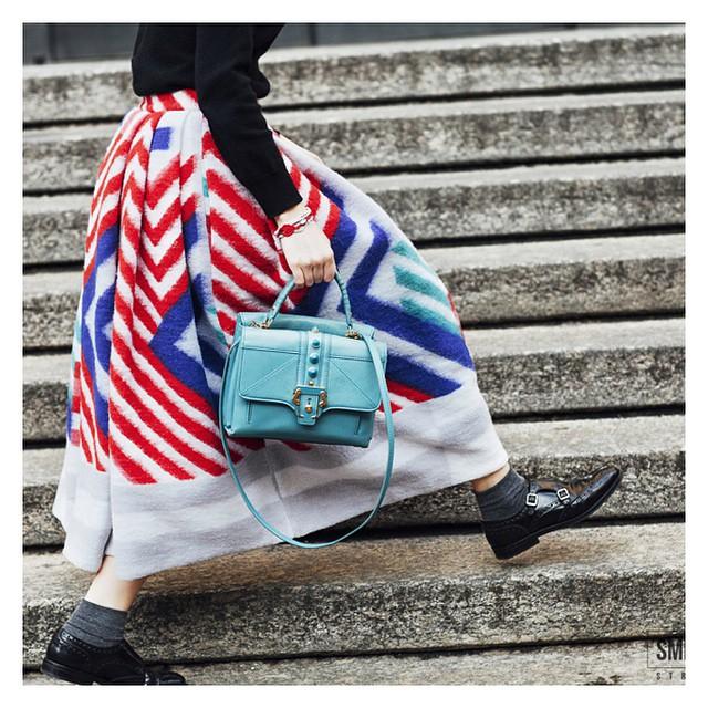 Maxi #skirt e borsa #cademartori @giuliabaggini a #milanomodauomo  #mfw #streetstyle #details #inspiration