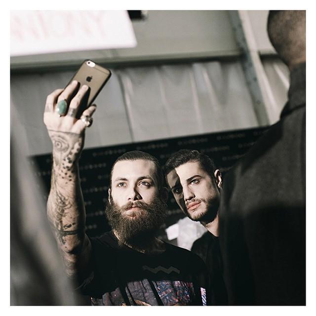 Quando di dice un #selfie ?#milanomodauomo  #Milan_fashion  #Backstage #models #menswear #beard #intafashionist #picoftheday #style
