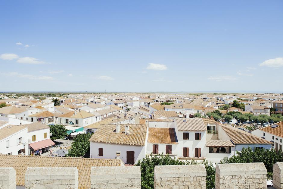 Camargue , Èglise des Saintes Maries, veduta