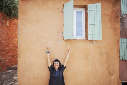Provenza - Terra di contrasti - Le Ocre di Roussillon, finestra, Kyme sunglasses