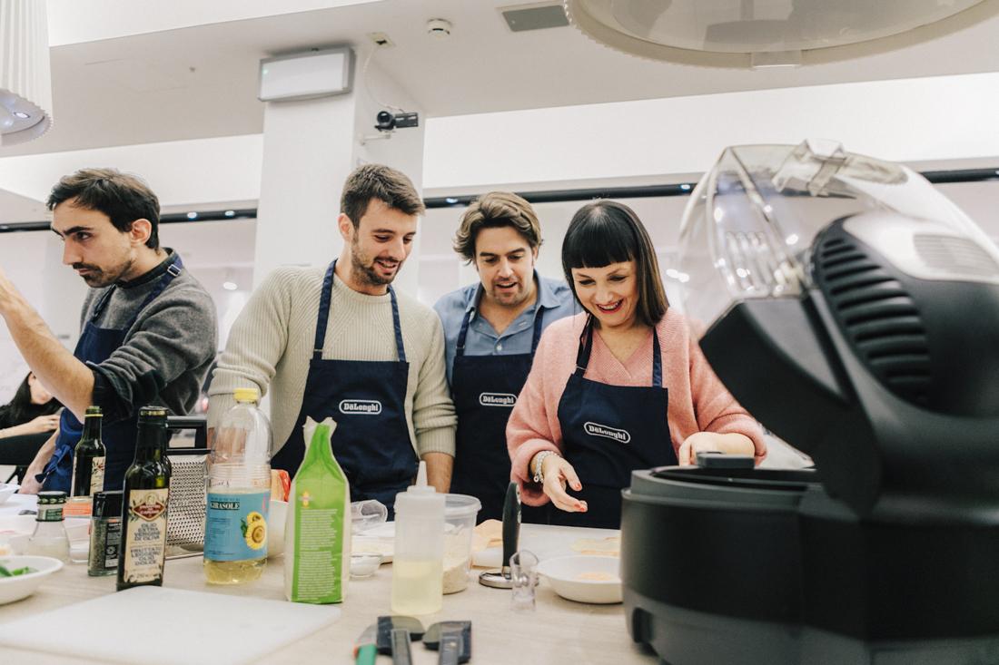 evento presentazione Multicooker De Longhi , chef in camicia