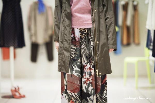 Smilingischic, fashion blog, collezione primavera estate 2013 Max & Co, negozio Lucca , parka ultra leggero con zip e cappuccio, mix & match, t-shirt bicolore a righe