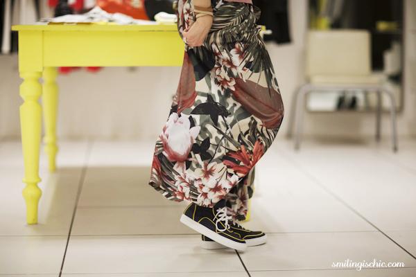 Smilingischic, fashion blog, collezione primavera estate 2013 Max & Co, gonna-pantalone a stampa botanica , negozio Lucca , fantasie tropicali, pantaloni palazzo