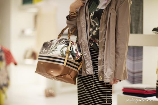 Smilingischic, fashion blog, collezione primavera estate 2013 Max & Co, negozio Lucca , parka utra leggero, borsa da viaggio