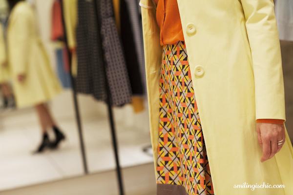 Smilingischic, fashion blog, collezione primavera estate 2013 Max & Co, negozio Lucca , cappottino giallo canarino, mix di colori
