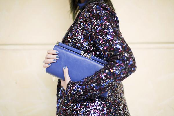 smilingischic, fashion blog, sparkle and comfy look, streestyle, giacca di paillettes, contrast, accessorize blue clutch, dettagli, Pietrasanta,