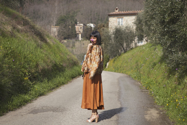 smilingischic, fashion blog, the right way and the right love, dettagli, outfit primaverile,  gonna a ruota  Zara, campagna, spring
