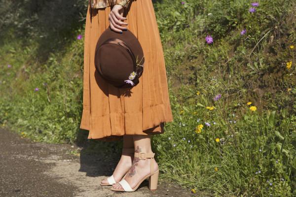 smilingischic, fashion blog, the right way and the right love, dettagli, sandali tacco largo Zara, cappello vintage, gonna a ruota  Zara, campagna, spring