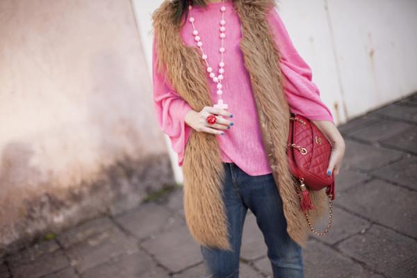 smilingischic, fashion blog, pink and red, spring, occhiali da sole Max & Co , outfit , dettagli collana handamade con croce, chanel vintage rossa