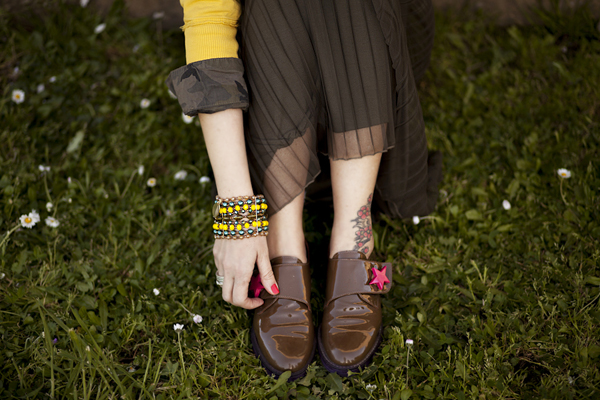 Smilingischic, fashion blog, Sodini bijoux, a dream that smells of home, Lucca, camouflage trend,  scarpe con stella fucsia, bracciale Sodini, yellow,