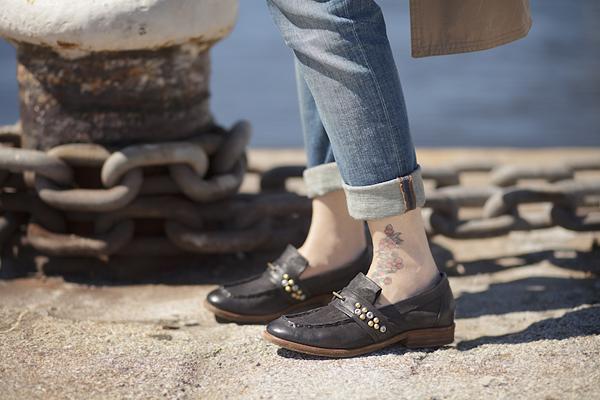 Smilingischic, fashion blog, Sandra Bacci, Walking down in the dock in a striped style, darsena Viareggio, mocassini Airstep, mocassini con borchie