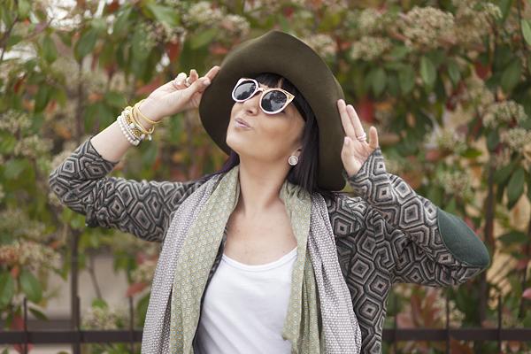 Smilingischic, fashion blog, outfit , Playing to be a lady, streestyle, dettaglio cappello a Falda, occhiali a gatto dorati, Asos,