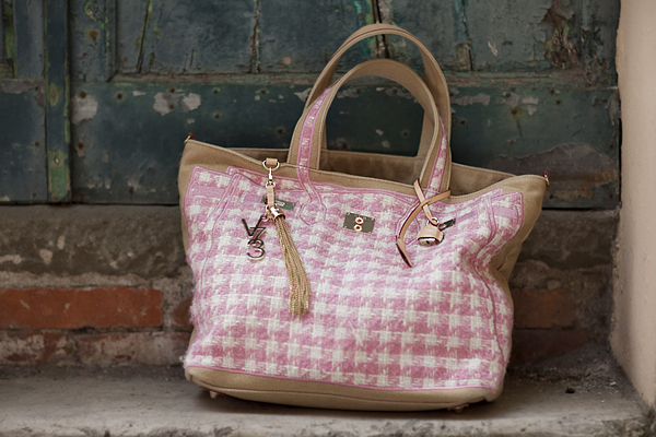 Smilingischic, fashion blog, V73 tweed pink, like a tourist,  pink,