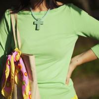 Smilingischic, fashion blog, Ladrèe colors, macarons style. verde lime, mura di Lucca, maglieria miawish, collana con croce, Cose in + , maglieria Miawish
