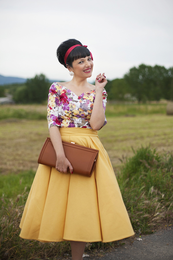 smilingischic, fashion blog, Sandra Bacci, wedding time, vintage style, acconciature anni 50, look anni 50, Nara Camicie, gonna a ruota gialla, sorriso