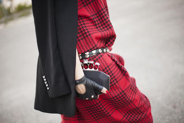 Smilingischic, fashion blog, Sandra Bacci, LuisaViaRoma, Firenze4ever Party,  outfit,  grunge, glam, punk , dettaglio borsa con teschi,  borchie,