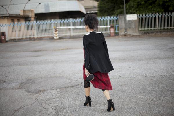 Smilingischic, fashion blog, Sandra Bacci, LuisaViaRoma, Firenze4ever Party,  outfit,  grunge, glam, punk, acconciatura punk,  Collar, collar Karl Lagerfeld , borchie, dettaglio giacca zara retro,