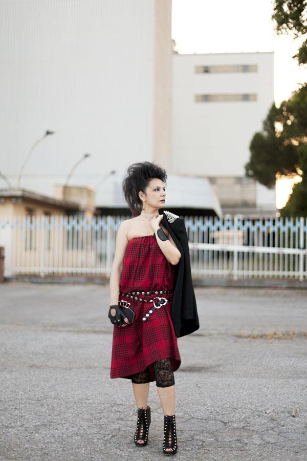 Smilingischic, fashion blog, Sandra Bacci, LuisaViaRoma, Firenze4ever Party,  outfit,  grunge, glam, punk, abito a quadri, Come le ciliegie,  Collar, collar Karl Lagerfeld , borchie,