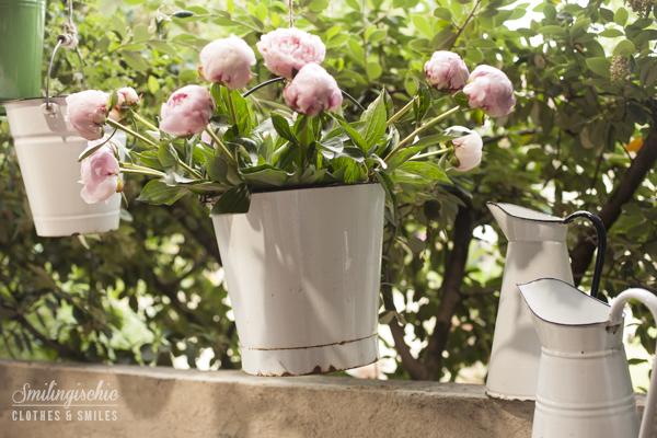 Smilingischic, fashion blog, floors, peonie, vasi di latta, giardino corsini