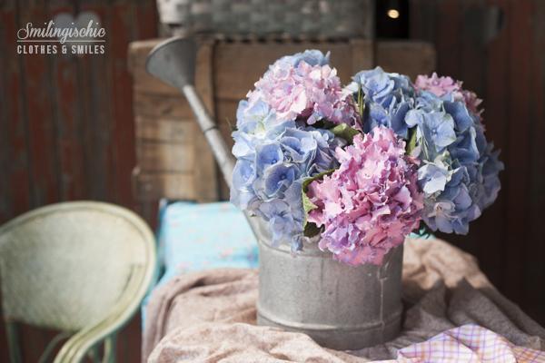 Smilingischic fashion blog, dsquared kidswear event, flowers, ortensie, annaffiatoio in latta
