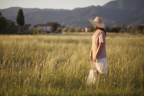 smilingischic, fashion blog, outfit campo di grano, it's time to party, cappello di paglia a falda larga , mood romantico