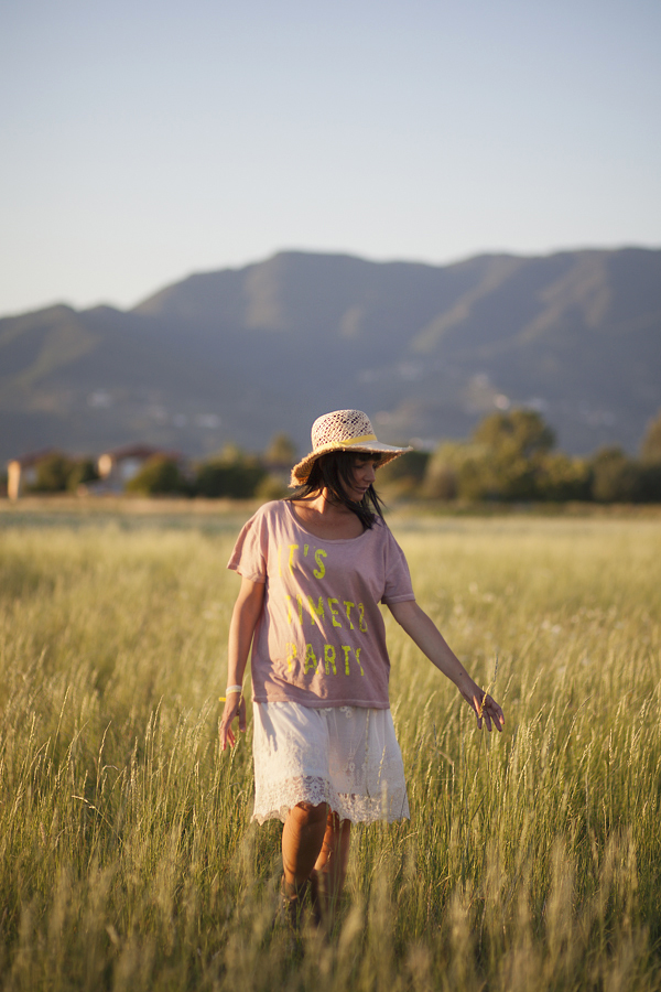 smilingischic, fashion blog, outfit campo di grano, it's time to party, cappello di paglia a falda larga , mood romantico