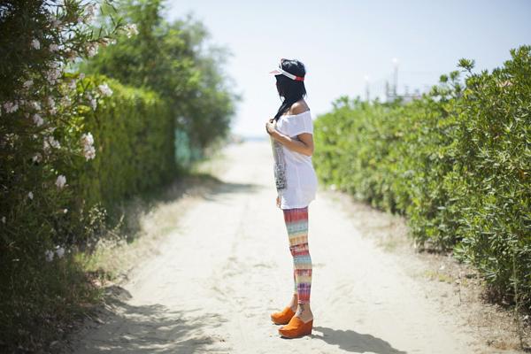 Smilingischic, abbigliamento da mare, tie Dye, leggins Asos, visiera trasparente, Ottod'Ame, fiori, beach,