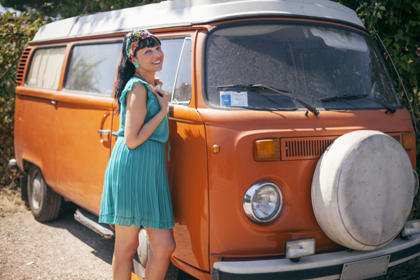 Smilingischic, fashion blog, Vintage style in orange and green and a Volkswagen van, vintage style,