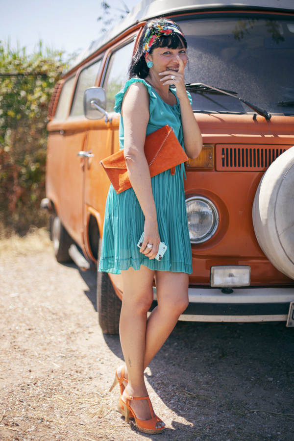 Smilingischic, fashion blog, Vintage style in orange and green and a Volkswagen van, vintage style, cover iPhone ribbon, oblige, smile, green and orange, Denny Rose dress,