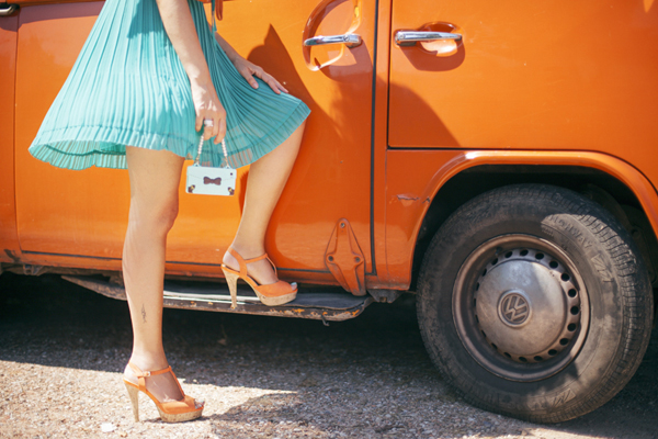 Smilingischic, fashion blog, Vintage style in orange and green and a Volkswagen van, vintage style, cover iPhone ribbon, oblige,