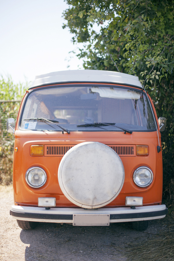 Smilingischic, fashion blog, Vintage style in orange and green and a Volkswagen van, vintage style, orange Volkswagen van