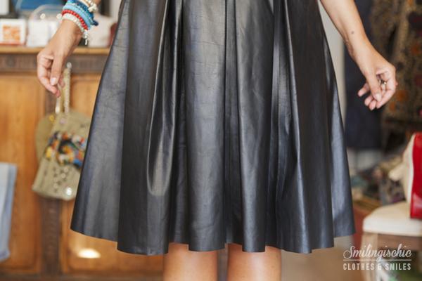 smilingischic, fashion blog, Moi Je Joue Tonfano atelier, nuova collezione Autunno Inverno 2013/2014, dettaglio gonna in pelle a ruota,