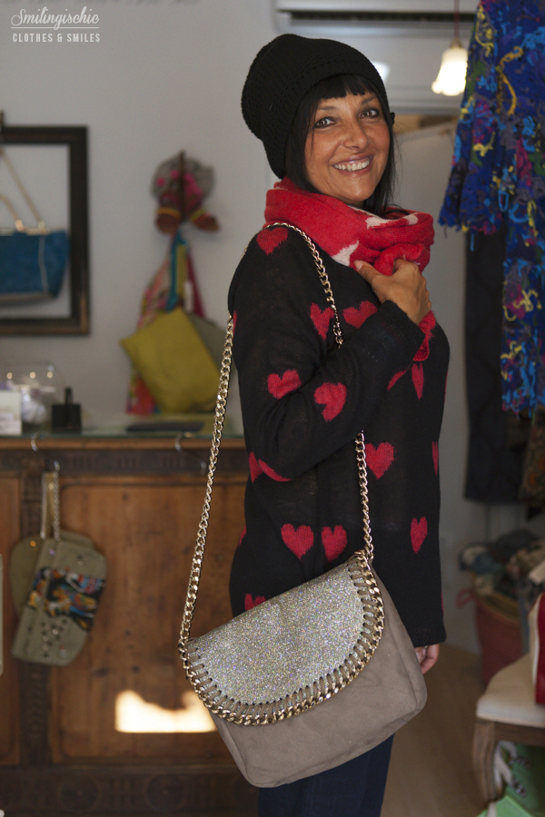 smilingischic, fashion blog, outfit, new collection F/W 2013 2014, Moi Je Joue, L'Aura bag , Jeans a Zampa, maglia a cuori,