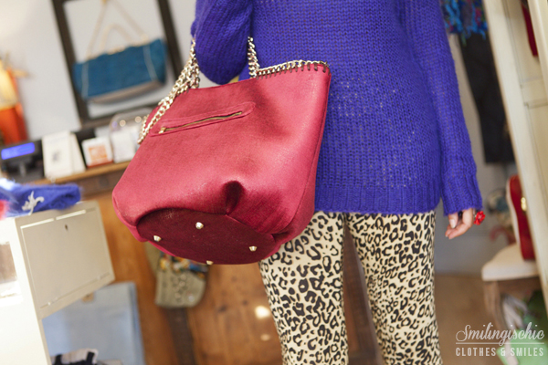 smilingischic, fashion blog, outfit, new collection F/W 2013 2014, Moi Je Joue, L'Aura bag colore fragola, leggins animalier