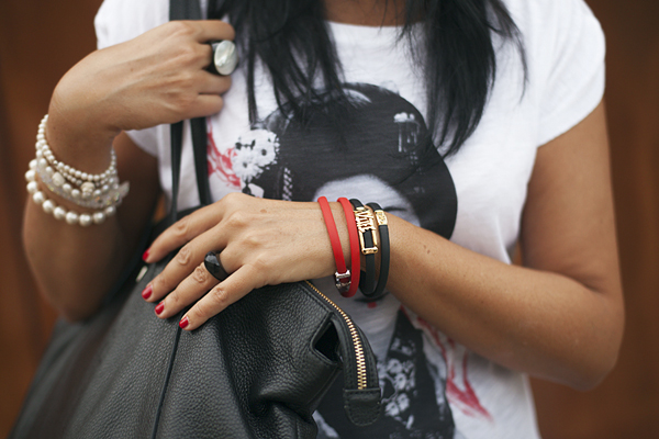 smilingischic, fashion blog, t-shirts, made in italy, Automastyle, t-shirt con geisha, dettaglio bracciali My life,