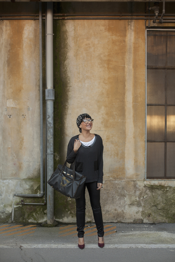 smilingischic, fashionblog, outfit, outfit total black, a comfortable look in total black , mia wish maglieria, le borse di Adb,
