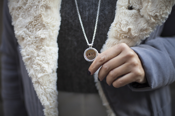 smilingischic, fashion blog, outfit, dressing for work,colori autunnali, dettaglio collana Nikki Lissoni,