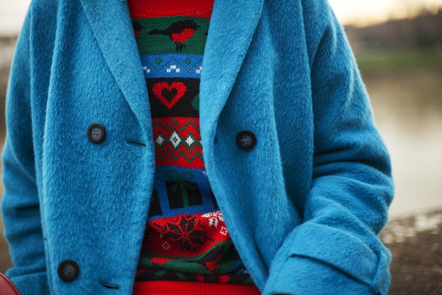 smilingischic, fashion blog, Sandra Bacci,goodbye melancholy, outfit, Firenze, Lungarni, outfit colorato per le feste, dettagli. maglione natalizio, blue coat, Smilingischic-1007