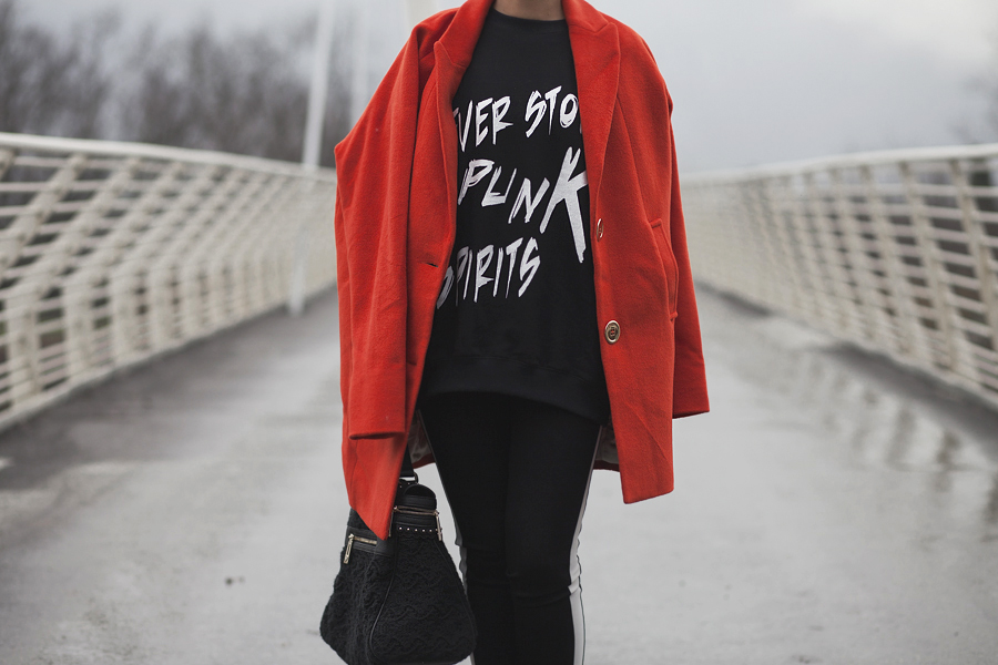 Smilingischic, fashion blog, Sandra Bacci, Orange coat, frontrowshop, Smile,, felpa con scritte, Smilingischic--1013